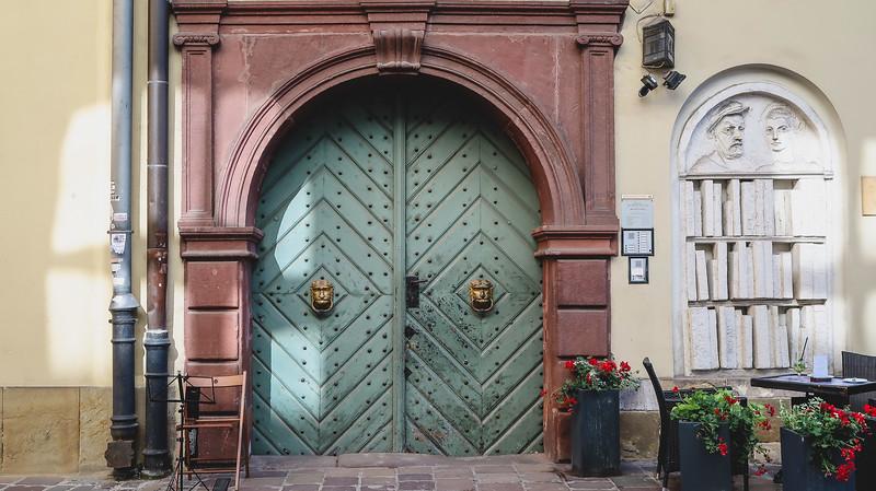 Krakow-old-town.jpg