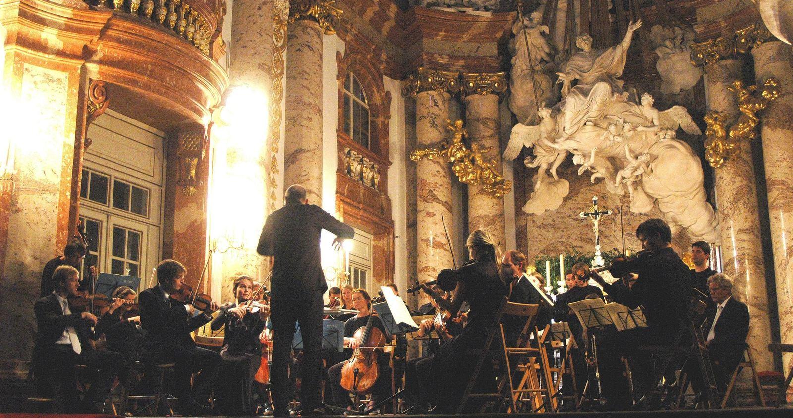 80400 المسافرون العرب كنيسة القديس تشارلز في مدينة فيينا