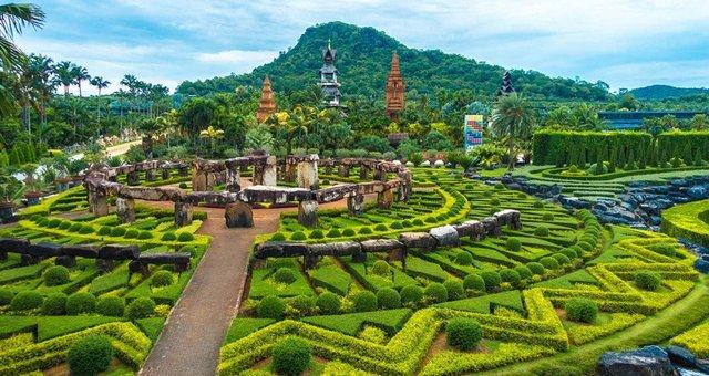 Nongnooch-Tropical-Botanical-Garden-Main-Entrance.jpg
