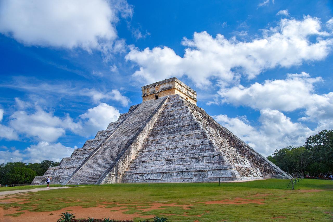 pyramid-2826190_1280.jpg