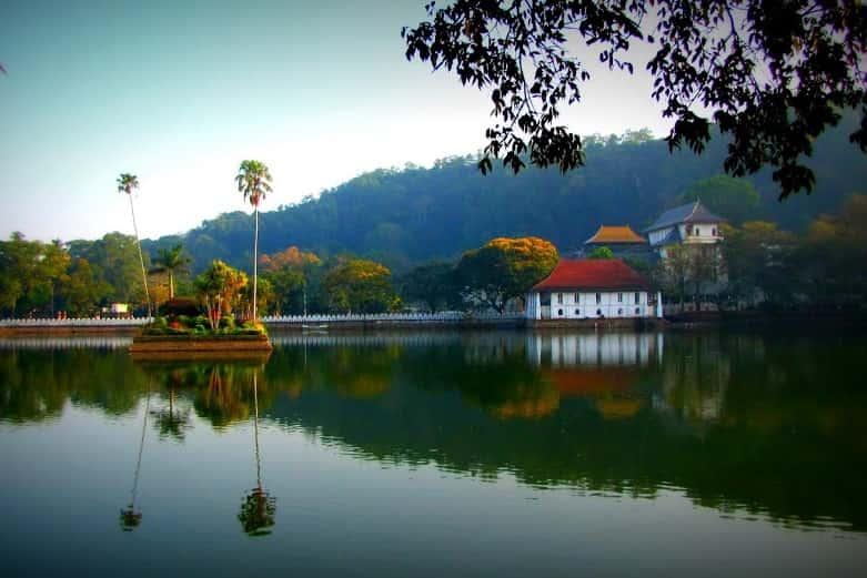 Kandy-Lake-1-min.jpg
