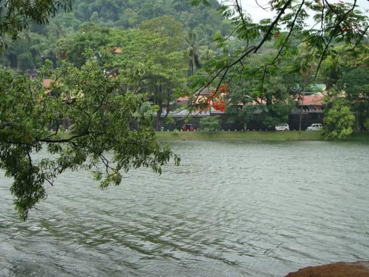 Kandy-Lake-7-min.jpg