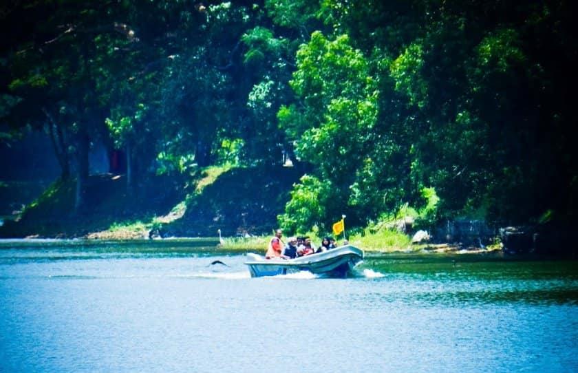 Kandy-Lake-12-min-1.jpg