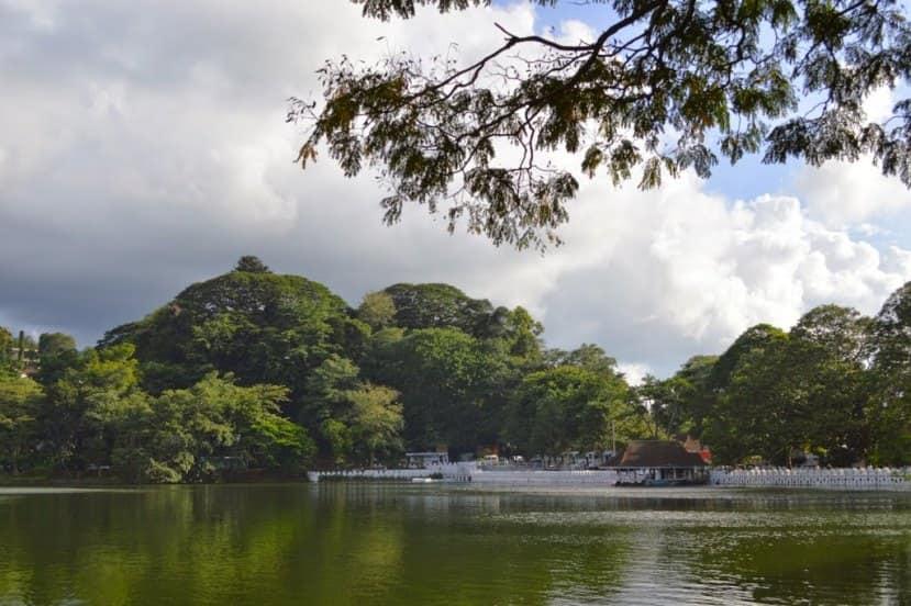 Kandy-Lake-16-min.jpg