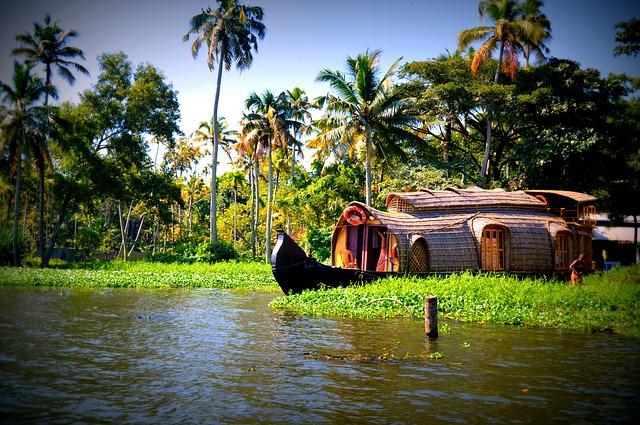 House-boat-trip.jpg