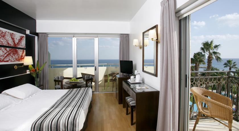 larnaca-hotels.jpg