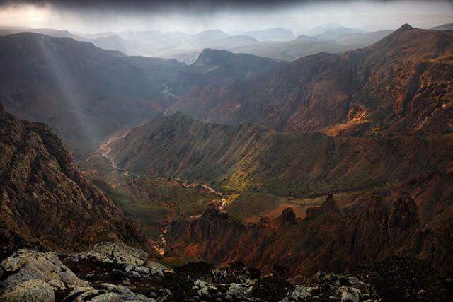 07-wadi-meanders-seaward-hajhir-mountains-670.jpg