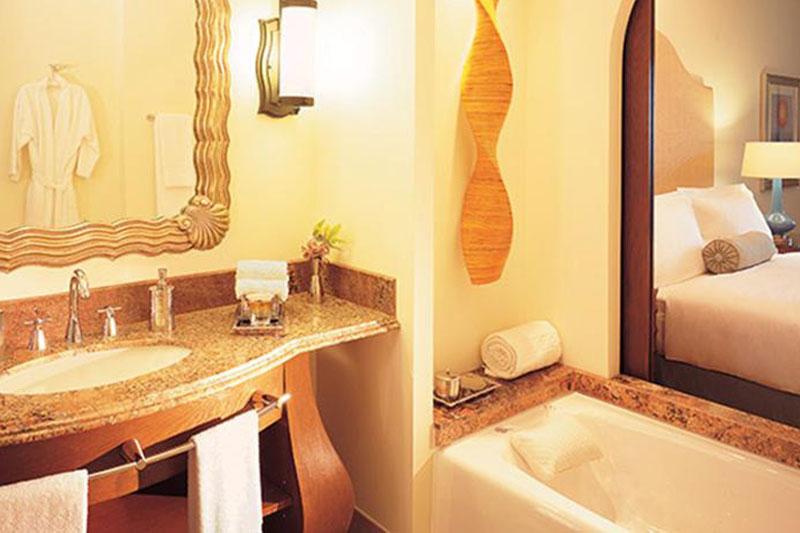 فندق Atlantis ذات الخمس نجوم في جزيرة النخلة في دبي أحد أضخم وأجمل الفنادق والمنتجعات