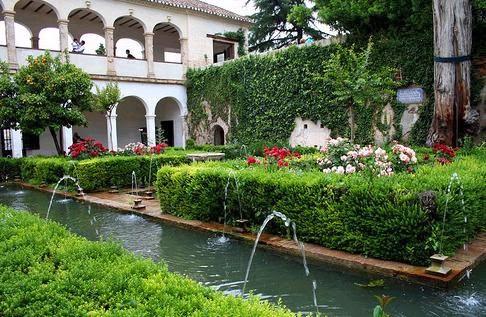 قصر جينير الايف ( أهم المقاصد السياحيه الشهيره في مدينة غرناطة)