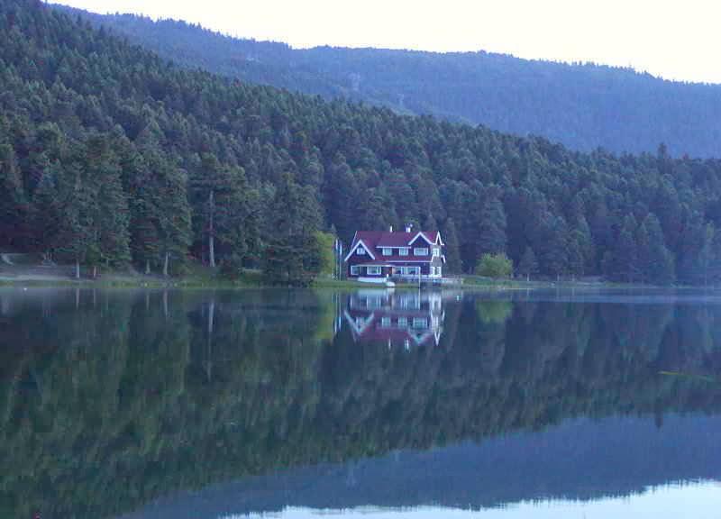 بحيرة أبانت Abant Gِlü هي من البحيرات الطبيعية الجميلة في العالم