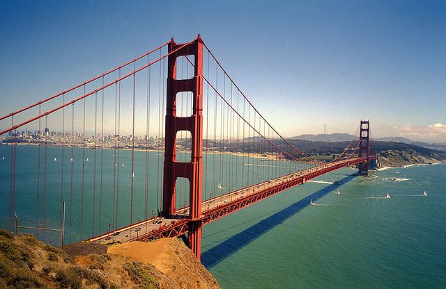 تتميز كاليفورنيا بالعديد من الملامح والمناظر الطبيعية الخلابة