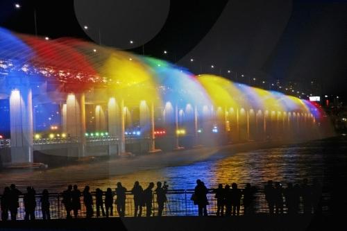 نافورة قوس ضوء القمرمن معالم كوريا الجنوبية 2014