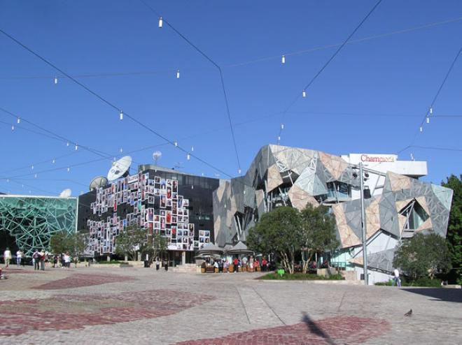 ساحة الاتحاد federation square ( اشهر الاماكن السياحية فى ملبورن )