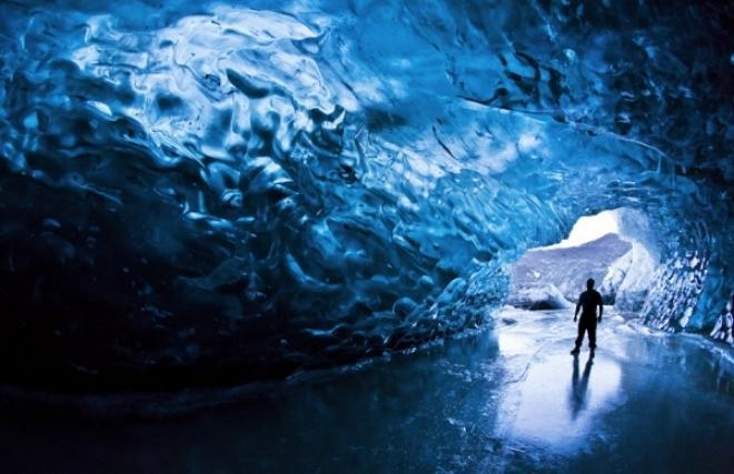 كهف الجليد فى ايسلندا ice cave, iceland (من اجمل المدن السياحية فى العالم)