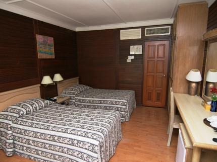 افضل فنادق جزيرة بيرهنتيان( فندق برهنتيان ريسورت في جزيرة برهنتيان ماليزيا)