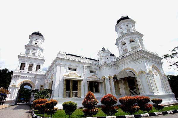 مسجد السلطان أبي بكر ولاية جوهور ( معالم ماليزيا)