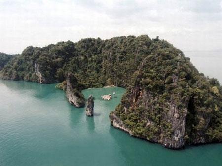 السينما وسط الماء بين صخور تايلاند الخلابة