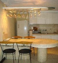 رالف انتوني اول فندق بمانيلا يوجد فية 20 قناة عربية