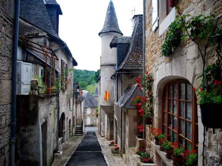 صورقرية دينان القرية الجميلة الواقعة في الريف الفرنسي