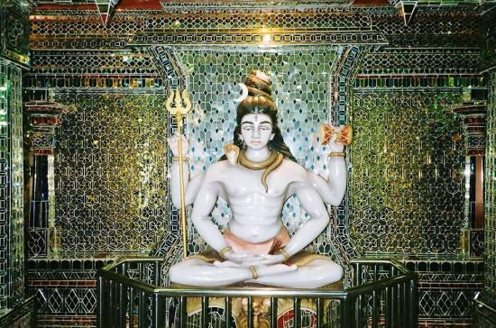 معبد زجاجى رائع متقن التفاصيل فى ماليزيا( واروع قطعة فنية معمارية فى العالم)