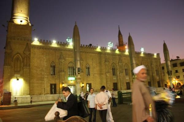 حي الحسين.. متعة القاهرة في رمضان