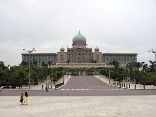 دليل السائح لزيارة ماليزيا بلاد العجائب Tourism in Malaysia