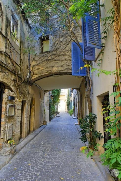 شارع في انتيب، فرنسا