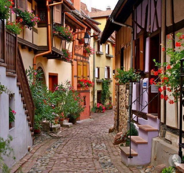 شارع في إيجويشايم، فرنسا