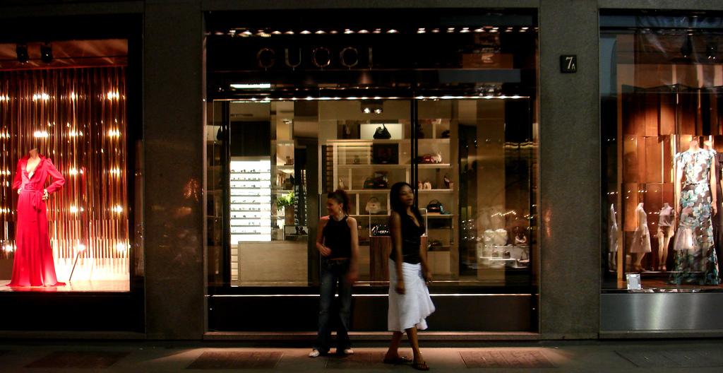 مدينة التسوق الإيطالية ميلانو