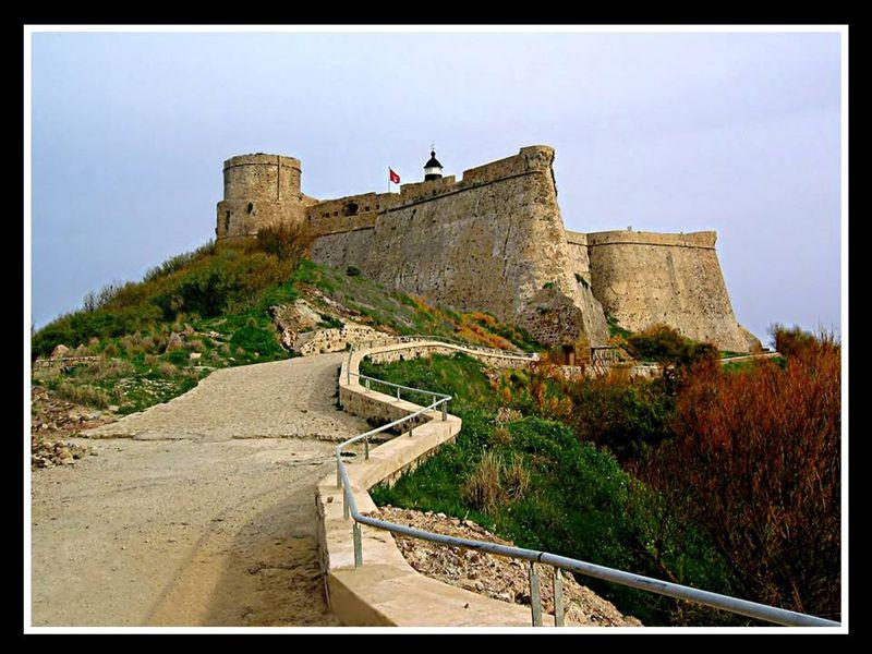 طبرقة لؤلؤة سواحل تونس الخضراء.