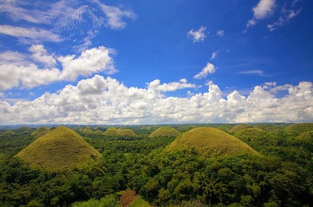 تلال الشوكولاتة Chocolate Hills في الفلبين