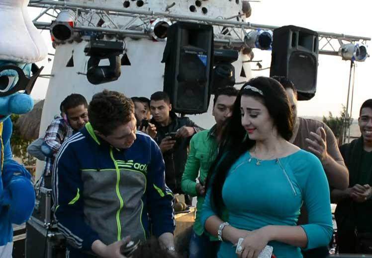 """بالفيديو.. صافيناز ترقص مع الأطفال فى عيد ميلاد ابن المطربة """"بوسى"""""""