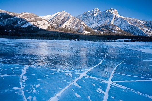 صورالبحيرة المتجمدة في كندا