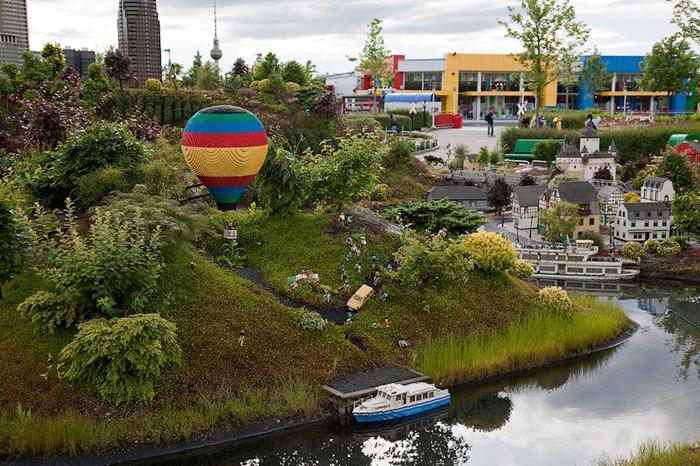 زيارة الى ليغولاند دويتشلاند هي حديقة يغولاند في بلدة ولاية بافاريا من Günzburg، ألما