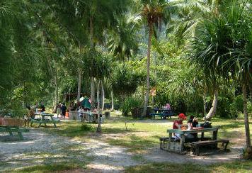 ساحل القرد في بينانج ماليزيا فهو من اشهر السواحل في جزيرة بينانق