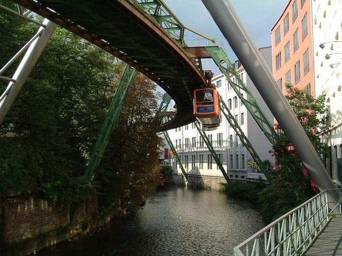 صور القطار المعلق - المانيا