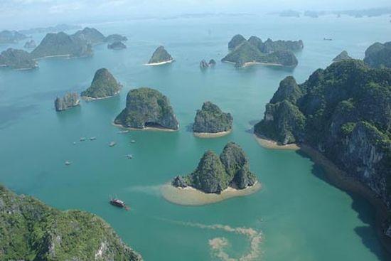 زيارة الى خليج هالونج Halong في فيتنام