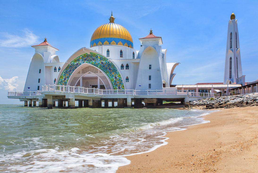 تشتهر ماليزيا بشواطئها الإستوائية الجميلة