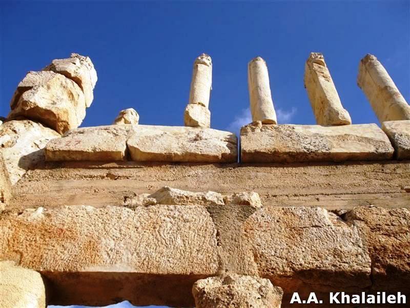 صورقصر العبد في منطقة عراق الأمير في الأردن
