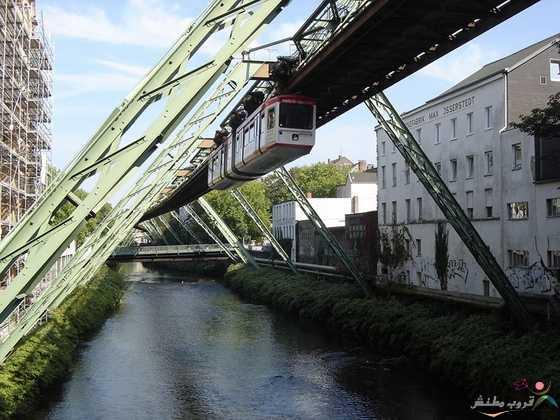صور قطار فوبرتال المعلق فى المانيا
