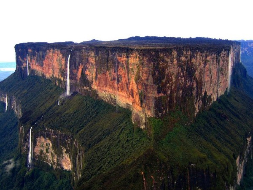 صورجبل فوق السحاب و هو جبل روريما (Roraima) في فنزويلا