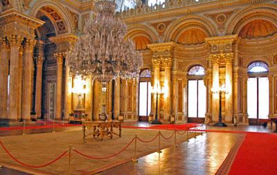 قصر دولما بهتشة Dolmabahce palace في اسطنبول