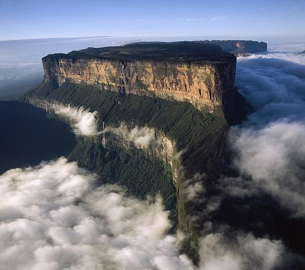 صورجبل Roraima فى فنزويلا , أقدم جبل وتكوين صخرى على كوكب الأرض