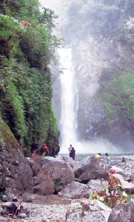 معلومات عن قريه باتاد التى تشتهر بمدرَّجات الرز الخلابة ( سياحة الفلبين )