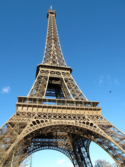 برج ايفل هو احد اشهر المزارات السياحية في العالم