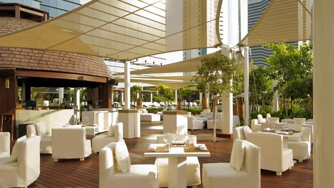 كونراد دبي للباحثين عن الاقامة في مكان حيوي انيق