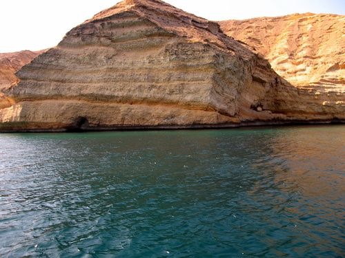الغطس في جزيرة الفحل بمسقط عمان