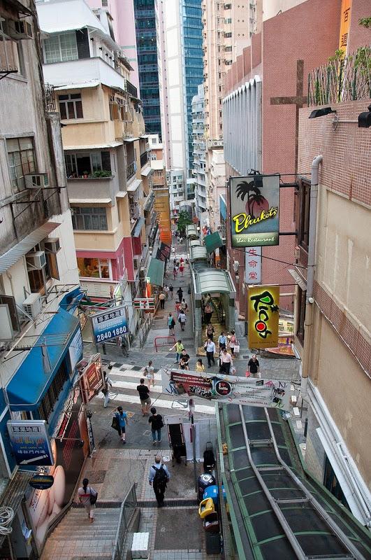سلالم متحركة في قلب شوارع هونج كونج
