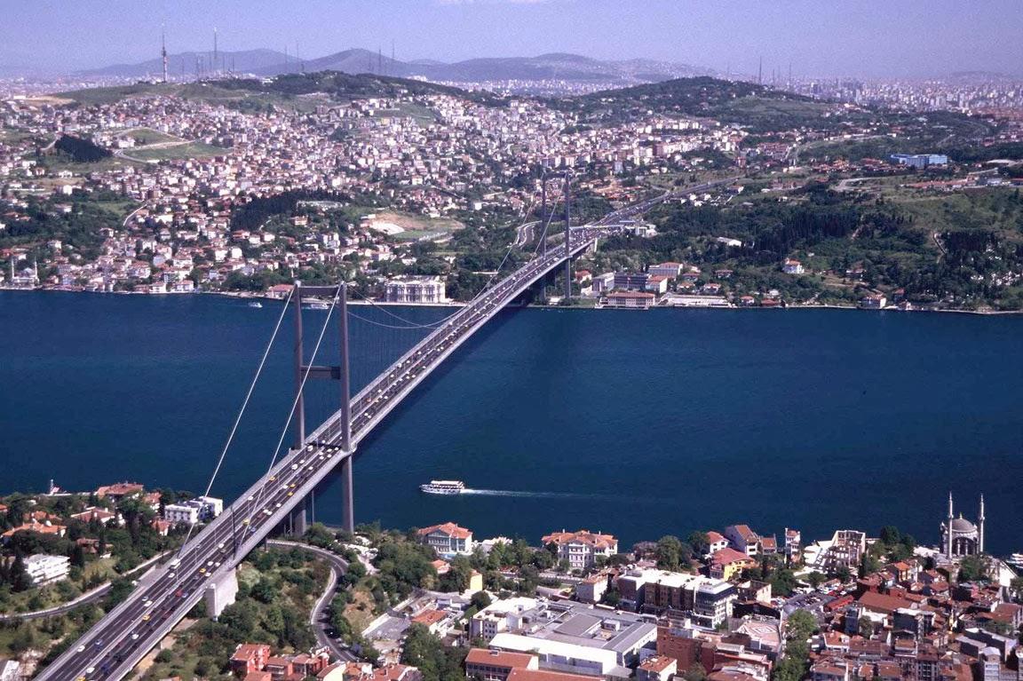 هل تبحث عن مرشد سياحي يتكلم اللغة العربية مع سيارة في مدينة اسطنبول