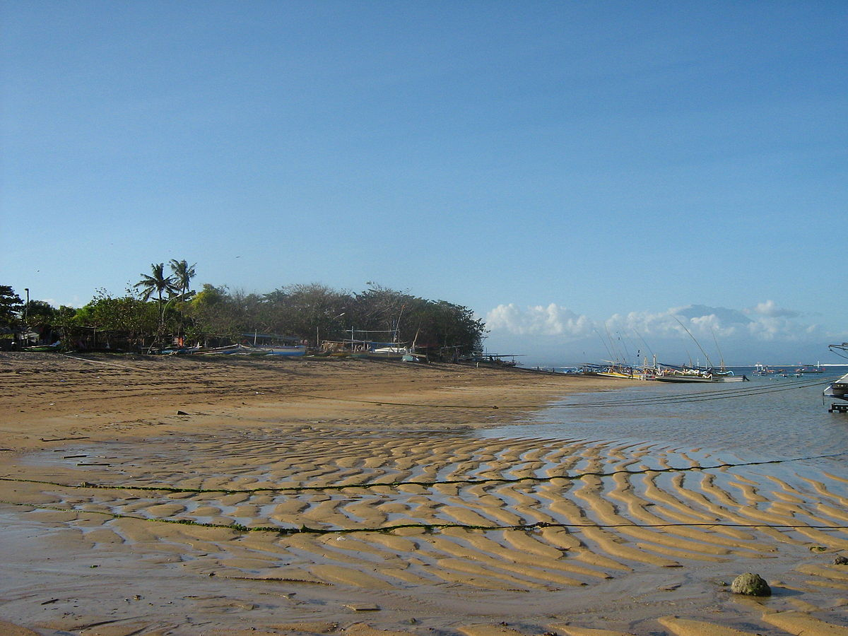 زيارتى الى شاطئ سانور ( بالى الجميلة )